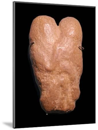 Calcite statuette showing two humans in an embrace, 30th century BC-Unknown-Mounted Giclee Print