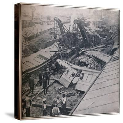 Scene of the Terrible Railway Disaster at Salisbury, 1906-Unknown-Stretched Canvas Print