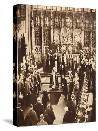 King Edward VIII sprinkles earth on his father's coffin, 1936-Unknown-Stretched Canvas Print