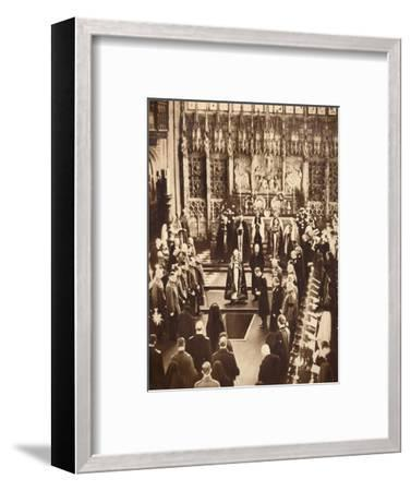 King Edward VIII sprinkles earth on his father's coffin, 1936-Unknown-Framed Giclee Print