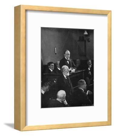 'Churchill giving evidence regarding the Sidney Street incident', 1911, (1945)-Unknown-Framed Photographic Print