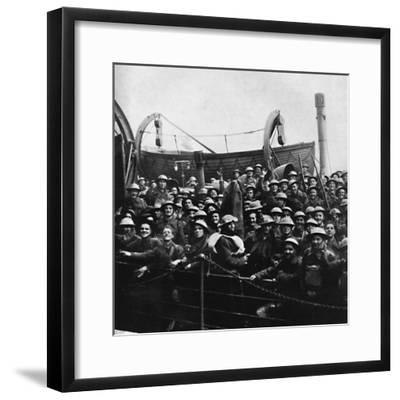 A boat of soldiers rescued from Dunkirk, 1940, (1945)-Unknown-Framed Photographic Print