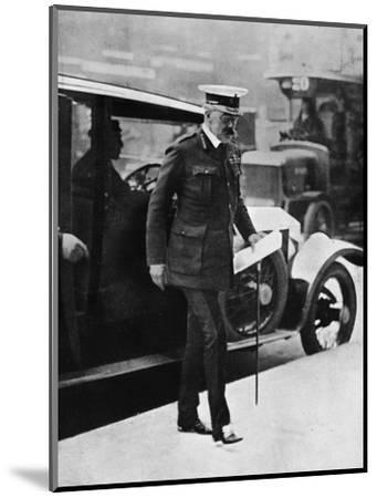 'The Cabinet crisis: Lord Kitchener arriving at the War Office', 1915-Unknown-Mounted Photographic Print