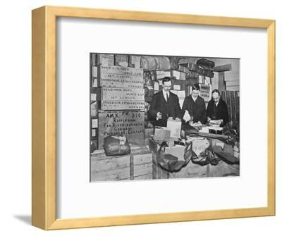 'Packing gifts for despatch to British prisoners in Germany', 1915-Unknown-Framed Photographic Print
