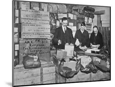 'Packing gifts for despatch to British prisoners in Germany', 1915-Unknown-Mounted Photographic Print