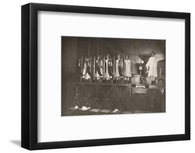 'A lucky number for my readers. How the Rio Daily State Lottery is drawn', 1914-Unknown-Framed Photographic Print