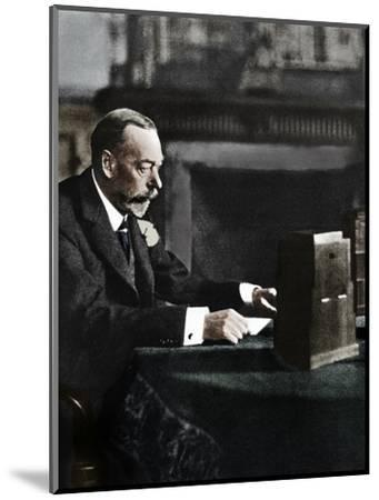King George V broadcasting to the empire on Christmas Day, Sandringham, 1935-Unknown-Mounted Photographic Print