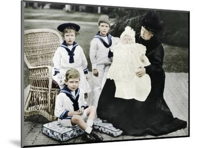 Queen Victoria with her great-granchildren at Osborne House, Isle of Wight, 1900-Unknown-Mounted Photographic Print