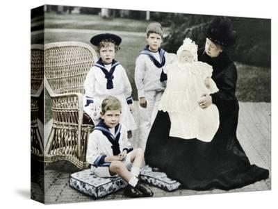 Queen Victoria with her great-granchildren at Osborne House, Isle of Wight, 1900-Unknown-Stretched Canvas Print