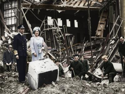 The King and Queen survey bomb damage, Buckingham Palace, London, WWII, 1940-Unknown-Framed Photographic Print