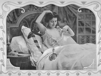 'La Comparaison', 1900-Unknown-Framed Photographic Print