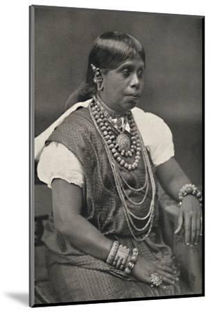 'Vornehme Singhalesin aus Kandy', 1926-Unknown-Mounted Photographic Print