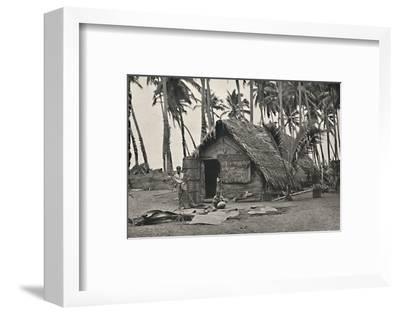 Kokospalmen und Einngeborenenhutte aus Kokosblattern-Unknown-Framed Photographic Print