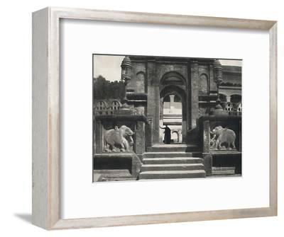 'Kloster im Tempeldes Heiligen Zahnes (Dalada Maligawa Vihara), Kandy', 1926-Unknown-Framed Photographic Print