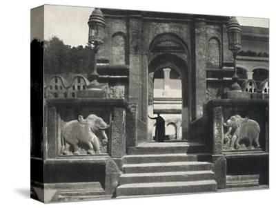 'Kloster im Tempeldes Heiligen Zahnes (Dalada Maligawa Vihara), Kandy', 1926-Unknown-Stretched Canvas Print