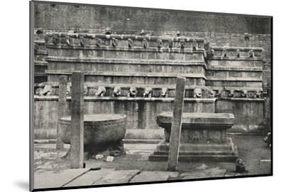 'Die sudliche der vier den Himmelsrichtungen entsprechend errichteten altarartigen Anbetungsstatten-Unknown-Mounted Photographic Print
