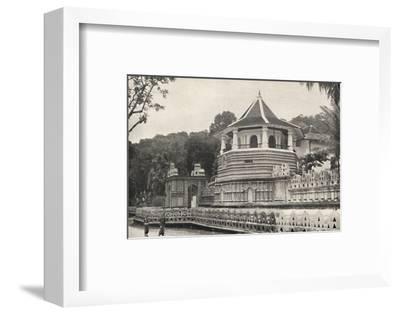 Der Tempel des Hiligen Zahnes Buddhas in Kandy-Unknown-Framed Photographic Print