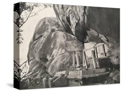 Die Rajagirilena genannte Stelle in den Felsen von Mihintale-Unknown-Stretched Canvas Print