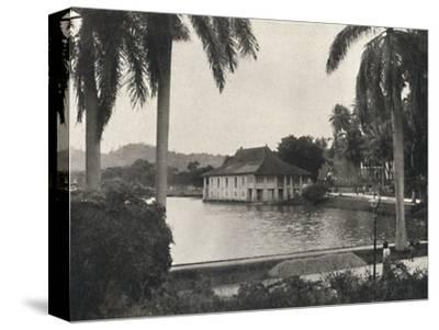 'Der See von Kand mit dem Bibliotheksgebaude des Tempels des Heiligen Zahnes', 1926-Unknown-Stretched Canvas Print