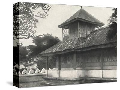 'Dewale (s. Tafel 58) bei der Dagoba des Heiligen Zahnes in Kandy', 1926-Unknown-Stretched Canvas Print