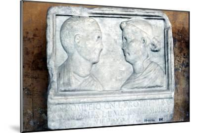 Roman tombstone, husband and wife face-to-face-Unknown-Mounted Giclee Print