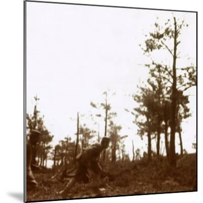 Soldiers running on the battlefield, c1914-c1918-Unknown-Mounted Photographic Print