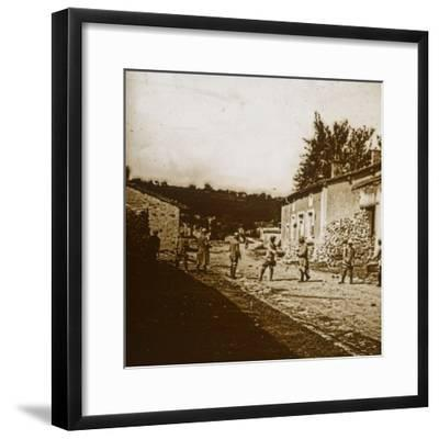 Building defences, c1914-c1918-Unknown-Framed Photographic Print