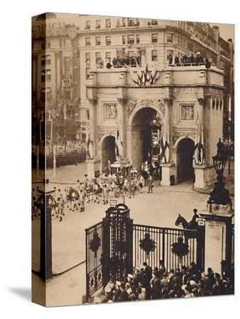 'Through the Sovereign's Gate, Marble Arch', May 12 1937-Unknown-Stretched Canvas Print