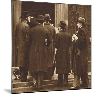 'Newspaper men at No. 10', Dec 1936 (1937)-Unknown-Mounted Photographic Print