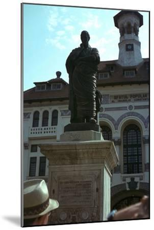 Statue of the Roman poet Ovid, 1st century-Unknown-Mounted Giclee Print