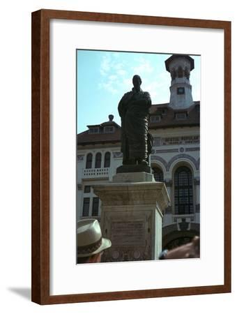 Statue of the Roman poet Ovid, 1st century-Unknown-Framed Giclee Print
