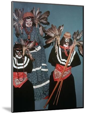 Native American Deguero funerary effigies-Unknown-Mounted Giclee Print