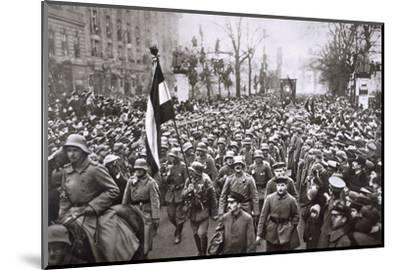 Return of the Guard from the War, Germany, December 1918-Unknown-Mounted Photographic Print