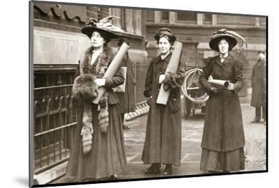 Suffragettes armed with materials to chain themselves to railings, 1909-Unknown-Mounted Photographic Print