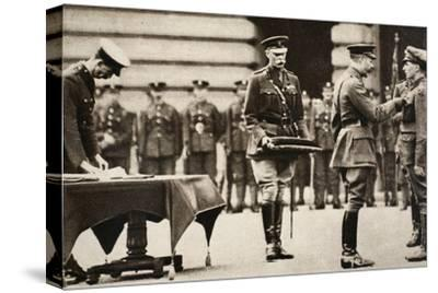 King George V awarding the Victoria Cross to Private Wilfred Edwards, 1917-Unknown-Stretched Canvas Print