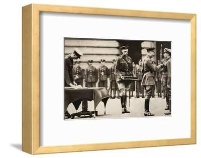 King George V awarding the Victoria Cross to Private Wilfred Edwards, 1917-Unknown-Framed Photographic Print