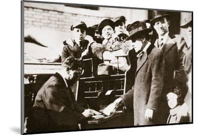 Head of the Anti-Rent League enrolling new members in New York USA, early 1919-Unknown-Mounted Photographic Print
