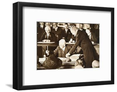 Herbert Hoover, accepting the Republican nomination for the US presidency, 1928-Unknown-Framed Photographic Print