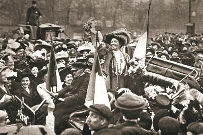 Britsh suffragette Emmeline Pethick-Lawrence's release from prison, 17 April 1909-Unknown-Framed Photographic Print