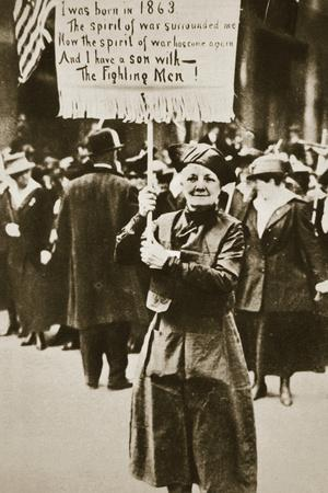 Woman holding a placard in support of the war effort, USA, World War I, c1914-c1918-Unknown-Framed Photographic Print