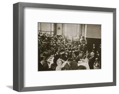 The 'Pig-Woman' testifies in the Hall-Mills Trial, Somerville, New Jersey, USA, 1926-Unknown-Framed Photographic Print