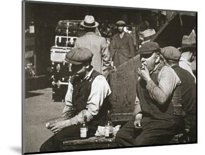Day labourers having a hot dog and lemonade, Battery Park, New York, USA, early 1930s-Unknown-Mounted Photographic Print