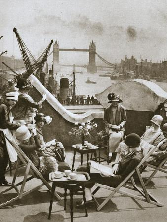 Roof garden of the Langbourne Club for City women, Fishmonger Hall Street, London, c1920s-Unknown-Framed Photographic Print