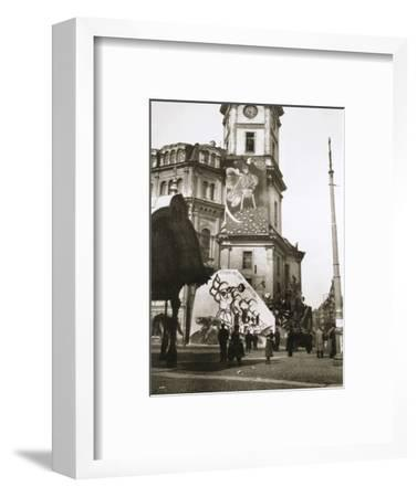The Bolsheviks cover official buildings with their art, Petrograd (St Petersburg), Russia, 1918-Unknown-Framed Photographic Print
