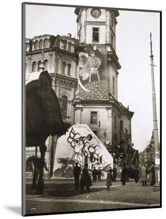 The Bolsheviks cover official buildings with their art, Petrograd (St Petersburg), Russia, 1918-Unknown-Mounted Photographic Print