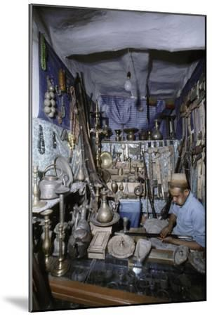 View of traders in an ancient market near San'a-Werner Forman-Mounted Giclee Print