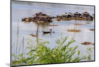 Koh Trong Island. Floating Vietnamese fishing village across the Mekong River from Kratie, Cambodia-Yvette Cardozo-Mounted Photographic Print