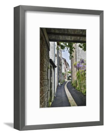 France, Cajarc. Narrow alley.-Hollice Looney-Framed Photographic Print