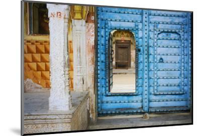 India, Rajasthan. colorful house.-Jaynes Gallery-Mounted Photographic Print