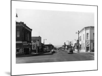 Newberg, Oregon Main Street View Photograph - Newberg, OR-Lantern Press-Mounted Art Print